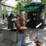 Tom Scribner, famous Wobblie Saw Player, and a busker on the Santa Cruz Mall...nearby to Capitol