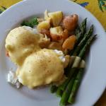 Eggs Benedict with fresh asparagus