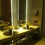 bathroom of the spa suite