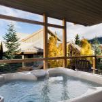 """Beautiful property in the heart of Whistler. The Private hot tub was an incredible luxury, exce"