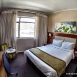 Photo de DoubleTree by Hilton Cape Town - Upper Eastside