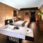 OM Spa (Regal Riverside Hotel)