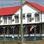 Front view of Historic Heritage 1876 Inn
