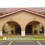 Goldstar Inn & Suites
