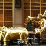 Comical gold statues abound at Sheraton twin towers Chongqing
