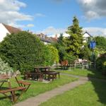 The garden at the Royal Hop Pole