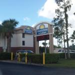Photo de Days Inn & Suites Fort Myers near JetBlue Park