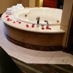 Rose petals on the tub