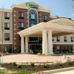 Holiday Inn Express Hotel & Suites Marionの写真