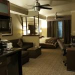 Foto de BEST WESTERN PREMIER Crown Chase Inn & Suites