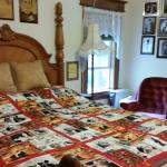 Foto de Spurs and Lace Bed and Breakfast Inn