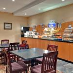 Photo de Holiday Inn Express Hotel & Suites Collingwood - Blue Mountain