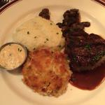 Filet and crab cake - a good combo!