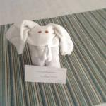 Elefant made out of towels on bed