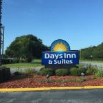 Foto de Days Inn & Suites Oceanside Hotel