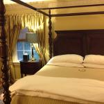 Colonial Gardens Bed & Breakfast resmi