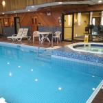 Jacuzzi area and conditioning centre/gym