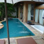 602 private pool and bath tub