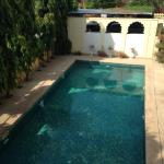 Swinming pool, some breakfast, lounge room