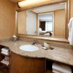 Foto de Doubletree Suites by Hilton Hotel Anaheim Resort - Convention  Center