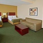 صورة فوتوغرافية لـ ‪Holiday Inn Express and Suites Indianapolis East‬
