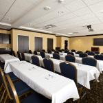 Photo de Holiday Inn Express Hotel & Suites Detroit North - Troy