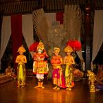 Cultural evening in the lobby