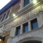 The Red Lion Hotel照片