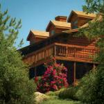 The Log House Lodge overlooks the Sierra Foothills
