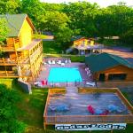 Cedar Lodge Pool and Sun deck
