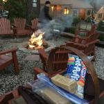 Fire pit & s'mores