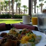 Breakfast buffet al fresco. Bon appetito!