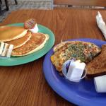 Veggie omelette with panacakes