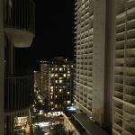 Foto de Embassy Suites by Hilton Waikiki Beach Walk