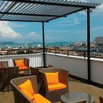 Enjoy the city view of roof top!!