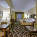 Holiday Inn Express Hotel & Suites at NC State SW Foto