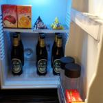 Mini bar with 6 beer! it's a happy night..