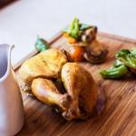 Chicken cooked at low temperature with organic vegetables