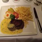 Beef filet with bearnaise sauce and fries.