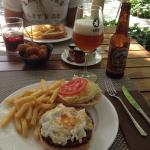 Beef burger, toasted sandwich with iberian ham, croquettes and la mola beer! Boníssim, delicious