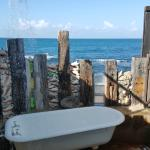 Shower on the edge of the ocean, yes please!