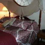 Gardenia Suite bedroom/bed