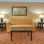 Foto di Holiday Inn Express Hotel & Suites Midtown