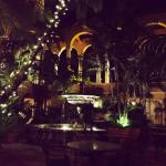 casual dining restuaran tby the fountain