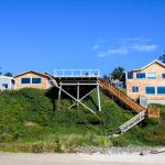 The Oceanside Inn sits directly above the beach