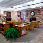 Photo de Holiday Inn Express Hotel & Suites - Airport / East