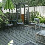 Garden Room's private cobbled court yard