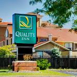 Quality Inn,   Barrie, Ontario