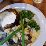 steak with crab mixture, asparagus and bearnaise sauce