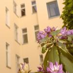 Photo de Old Town Apartments - Schoenhauser Allee